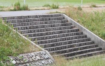 外構工事や公園工事・DIYで使用可能な階段ブロック