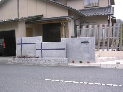 外構・エクステリアに使用可能なコンクリート門柱と什器